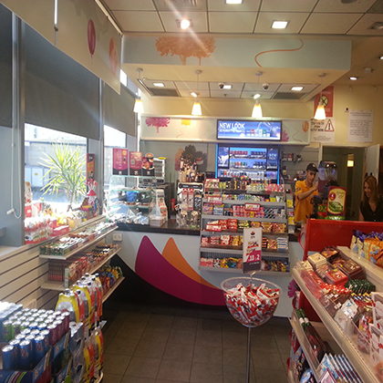 מיקה יהונתן תמונת חנות מבפנים